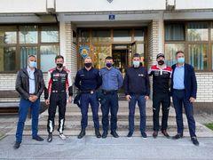 Společný snímek Sébastiena Ogiera s chorvatskými policisty.