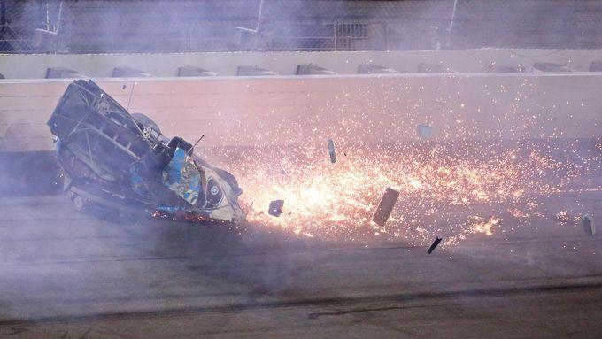 Podívejte se na divokou havárii Ryana Newmana v posledním kole závodu NASCAR Daytona 500